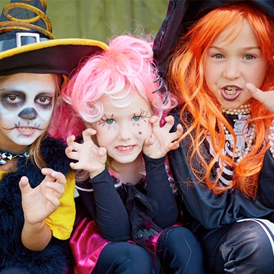 Perucas e Chapéus Halloween