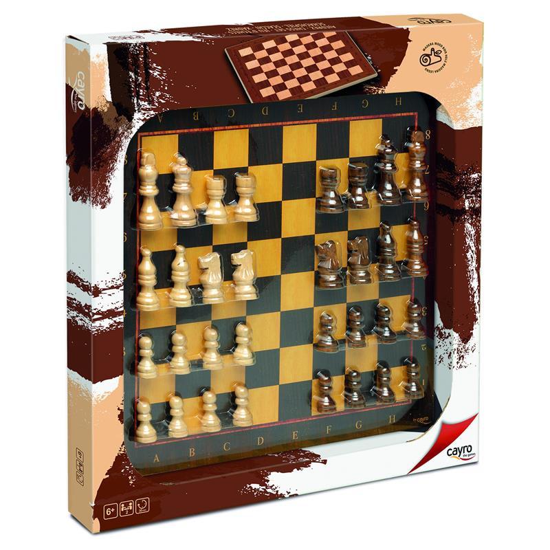 Xadrez com figuras de madeira
