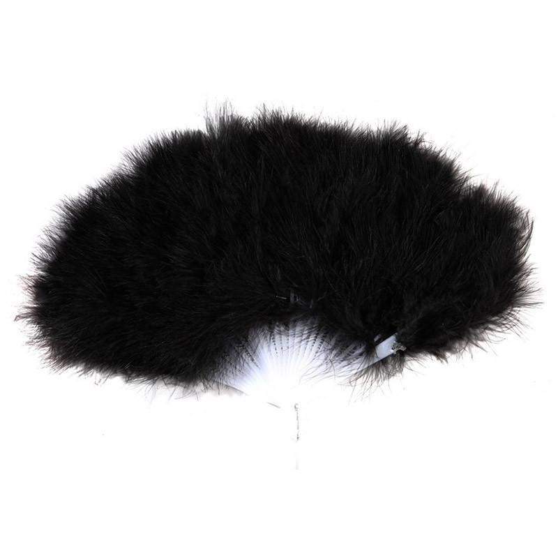 Leque com plumas pretas